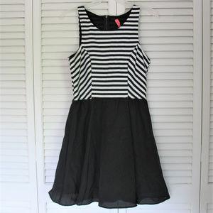Eight Sixty Black and White Sleeveless Dress